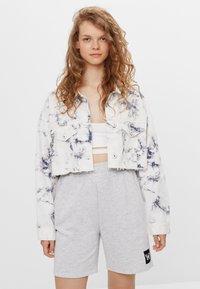 Bershka - CROPPED MIT TIE-DYE-PRINT  - Summer jacket - white - 0