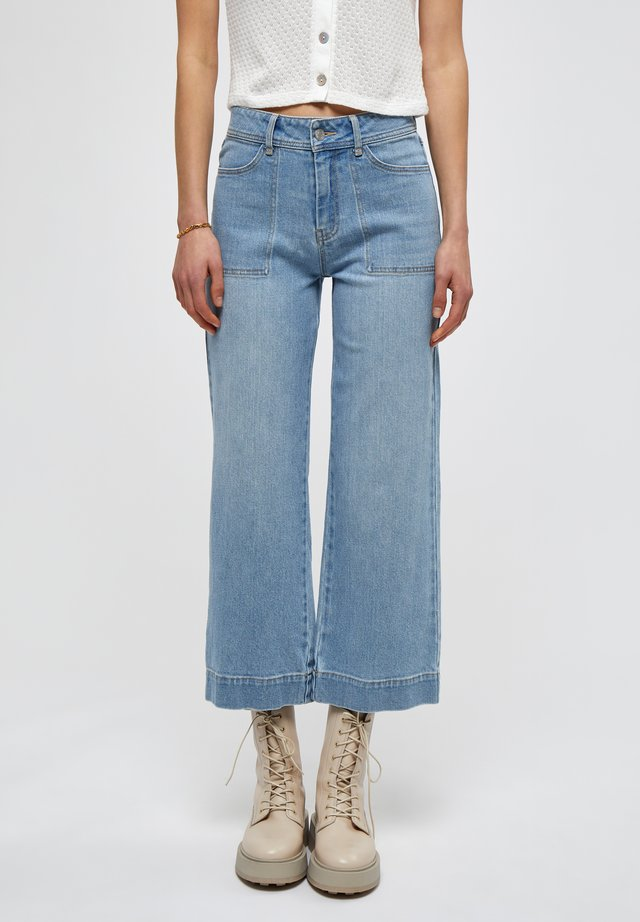Flared Jeans - light blue wash