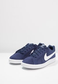 Nike Sportswear - COURT ROYALE SUEDE - Sneakersy niskie - midnight navy/white - 2
