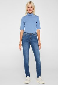 Esprit - LIEBLINGS GESCHNITTENE  - Slim fit jeans - blue medium washed - 1