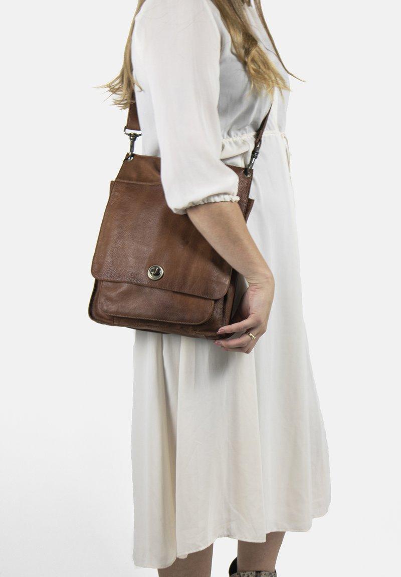 RE:DESIGNED - Across body bag - walnut