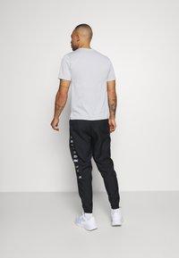 Nike Performance - NIKE RUN DIVISION - Pantalon de survêtement - black/silver - 2