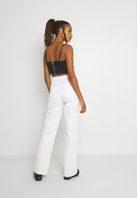 Missguided - CONTRAST STRAIGHT LEG TROUSER - Trousers - white - 2