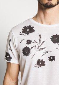 Jack & Jones PREMIUM - TIME TEE CREW NECK - T-shirt med print - blanc de blanc - 3