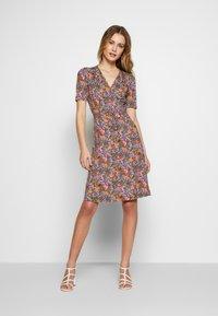King Louie - CECIL DRESS BAHAMA - Jersey dress - apple pink - 1