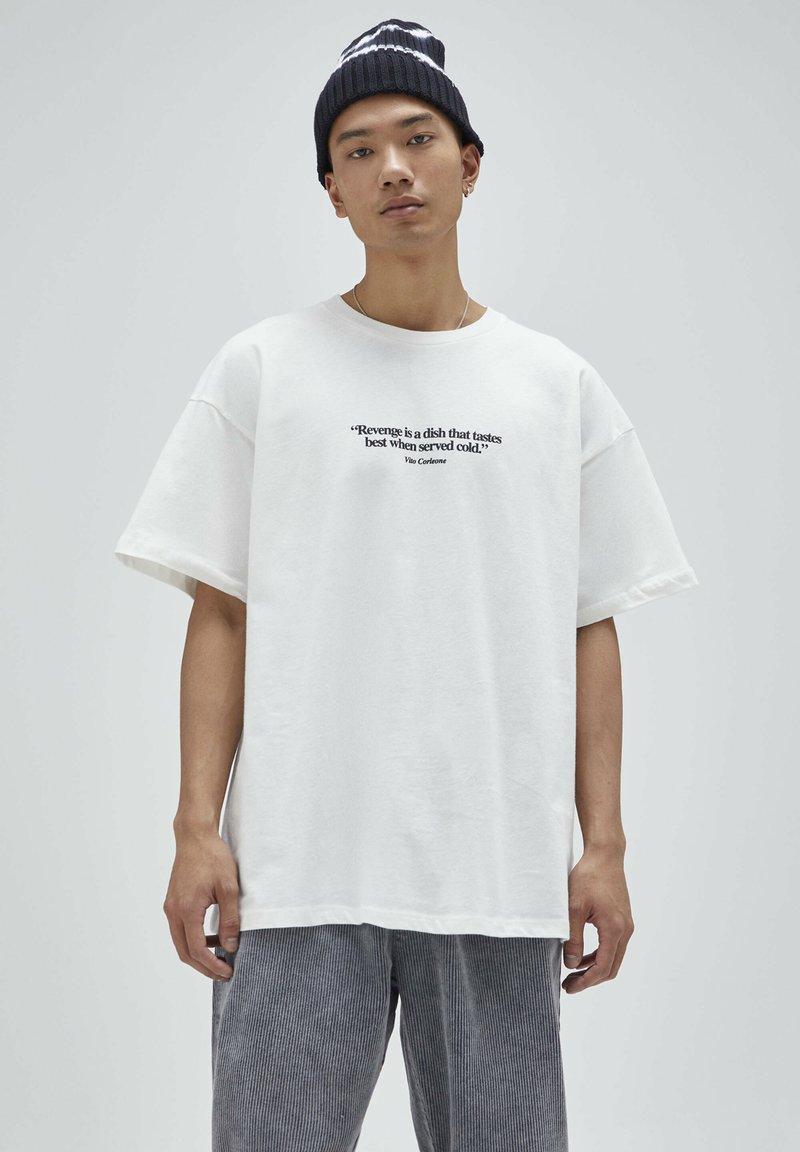 PULL&BEAR - T-shirt z nadrukiem - white