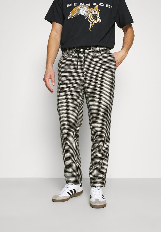 FAVE DYED STRUCTURED PANT JOGGER  - Pantalones deportivos - combo