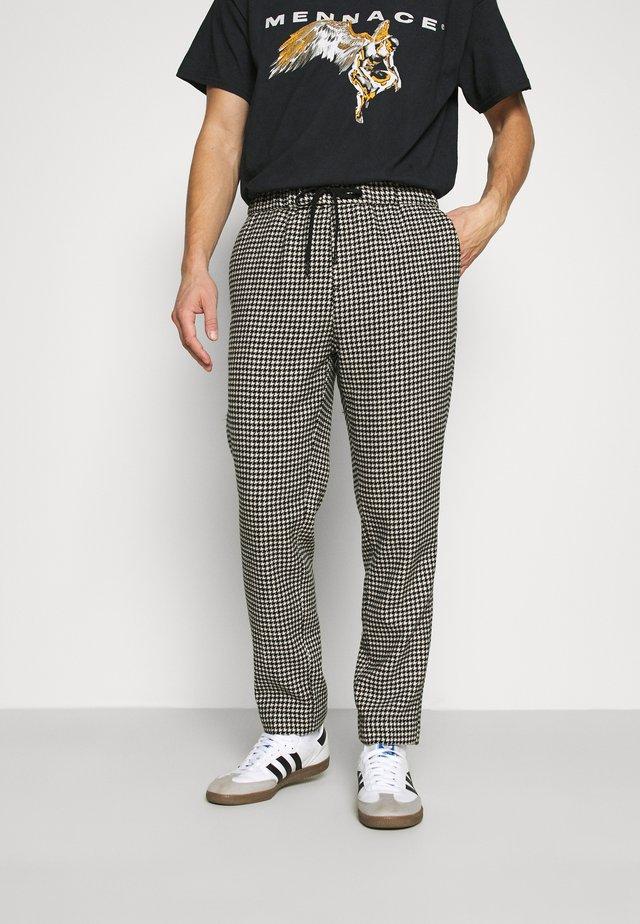 FAVE DYED STRUCTURED PANT JOGGER  - Teplákové kalhoty - combo