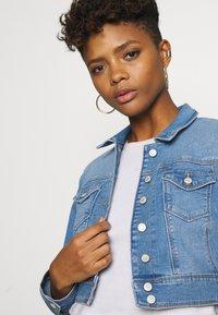 ONLY - ONLNEW WESTA CROPPED JACKET - Denim jacket - light blue denim - 3