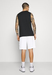 Nike Sportswear - REPEAT  - Shorts - white/black - 2