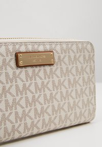 MICHAEL Michael Kors - FLAT CASE - Wallet - vanilla - 2