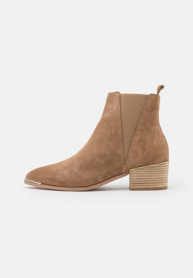 KAREN  - Korte laarzen - taupe