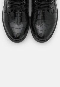 Tamaris - Šněrovací kotníkové boty - black - 5