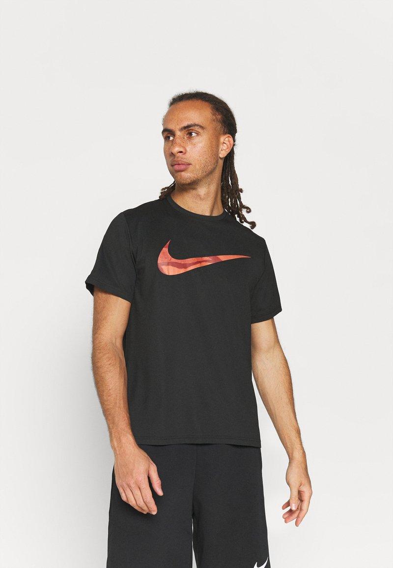Nike Performance - DRY - T-shirt con stampa - black