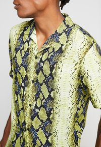 Jaded London - YELLOW SNAKESKIN SHIRT - Shirt - yellow - 4