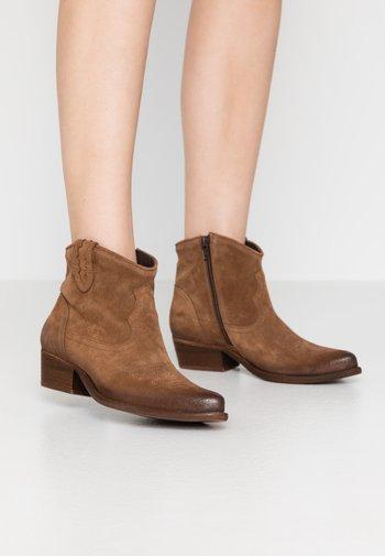 WEST - Cowboy/biker ankle boot - tan