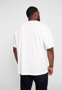 LERROS - O-NECK - Print T-shirt - broken white - 2