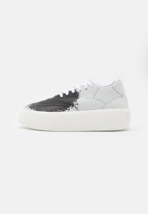 SPRAY - Trainers - white/black