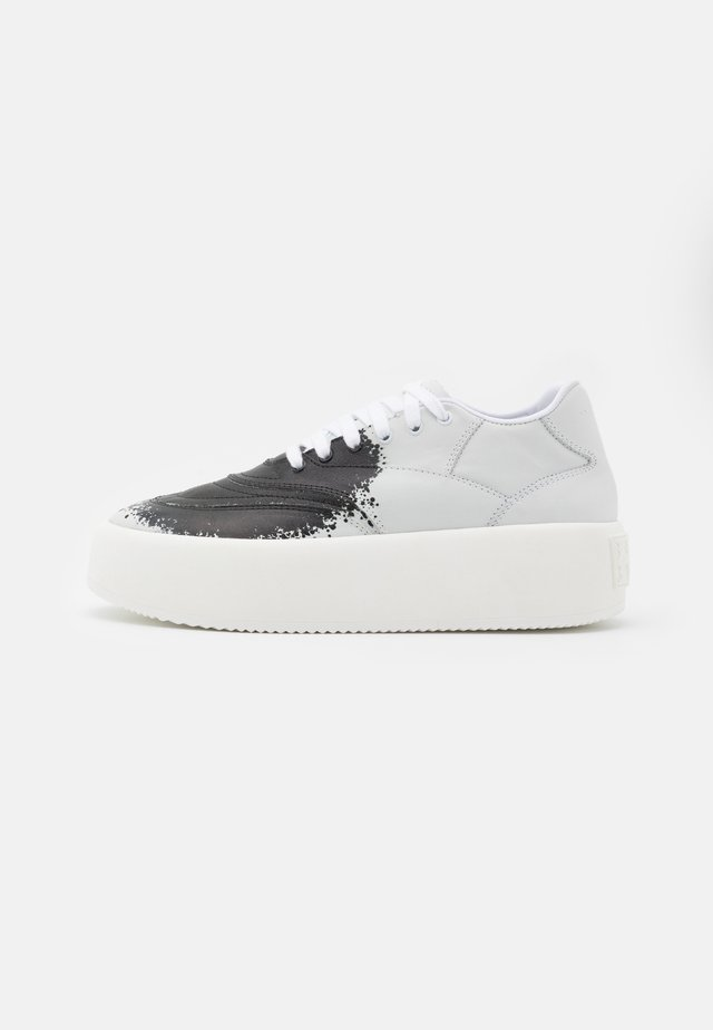 SPRAY - Sneakers basse - white/black