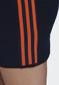 adidas Originals - PAOLINA RUSSO COLLAB SPORTS INSPIRED SLIM DRESS - Pouzdrové šaty - active gold/black/energy orange/collegiate navy - 7