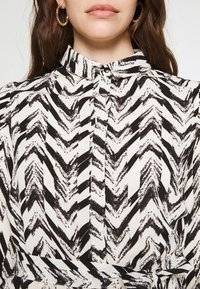 Vero Moda - VMKATHRINE SHIRT DRESS - Shirt dress - black - 5