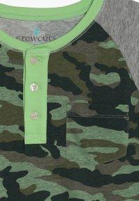 J.CREW - CAMO RAGLAN HENLEY - T-shirt à manches longues - heather grey - 3