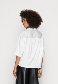 Marc O'Polo - JERSEY BLOUSE  SMALL STAND UP COLLAR BUTTON CLOSURE - Button-down blouse - white - 2
