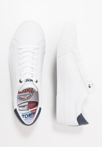 Tommy Jeans - ESSENTIAL - Trainers - white