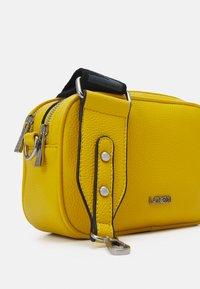 L.CREDI - FELICITAS FARHILDE - Across body bag - yellow - 5