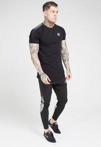 SIKSILK - Print T-shirt - black  silver - 0