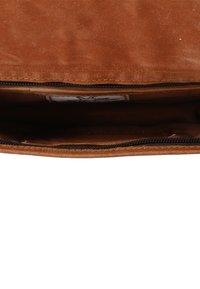 Gusti Leder - KLEINE SUMMER S - Across body bag - braun - 6
