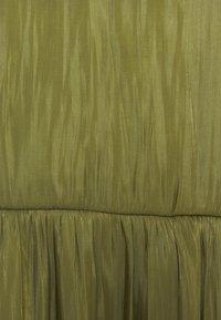 comma - KURZ - Denní šaty - deep green - 6
