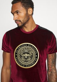 Glorious Gangsta - MARENO - T-shirt con stampa - burgundy - 3