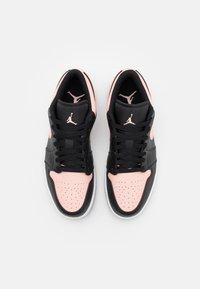 Jordan - AIR 1 - Sneakers basse - black/arctic orange/white - 3