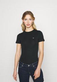 Tommy Jeans - SHORTSLEEVE TAPE - Print T-shirt - black - 0