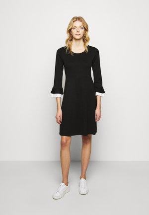 SHEATH WITH CONTRAST SLEEVE DETAIL - Pouzdrové šaty - black/ivory