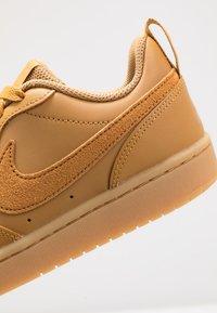 Nike Sportswear - COURT BOROUGH 2  - Sneakersy niskie - wheat/gum/light brown - 2