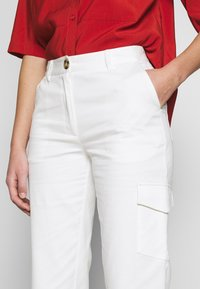 Another-Label - AUDREY PANTS - Trousers - off white - 4
