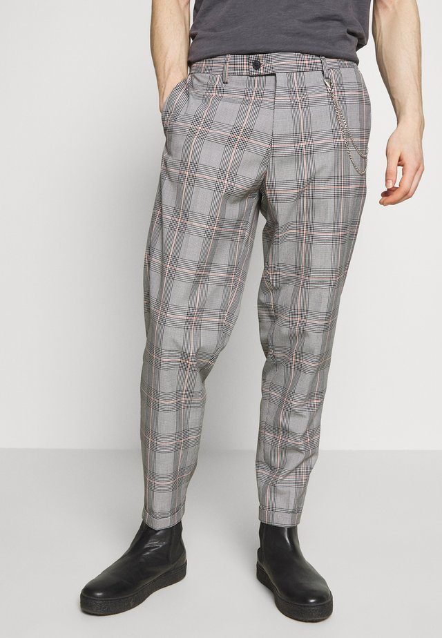 LARGE CHECK TROUSER WITH CHAIN - Pantalones - orange