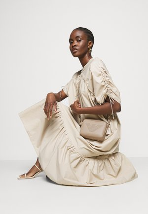 ROBERTACAMERA CASE - Across body bag - cammello camel