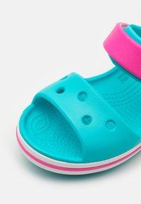 Crocs - CROCBAND KIDS - Badesandaler - digital aqua - 5