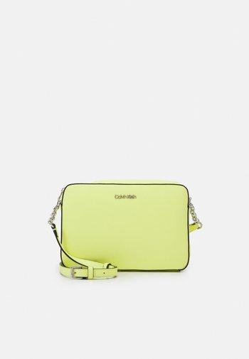 CAMERA BAG - Across body bag - sunny lime