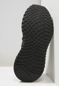 adidas Originals - U_PATH RUN - Matalavartiset tennarit - black - 4