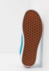 Vans - OLD SKOOL - Zapatillas - caribbean sea/true white - 5