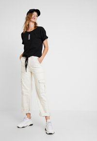 BDG Urban Outfitters - STITCH SKATE - Relaxed fit jeans - ecru - 1