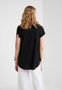 By Malene Birger - KATIE - T-shirt z nadrukiem - black - 2
