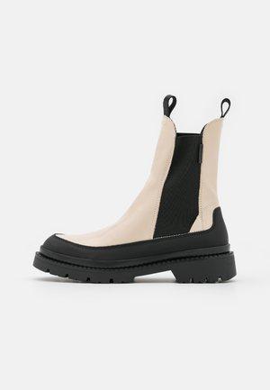 PREPNOVO - Kotníkové boty na platformě - putty cream/black