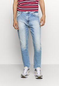 Tommy Jeans - DAD STRAIGHT - Jeans straight leg - barton light blue comfort - 0