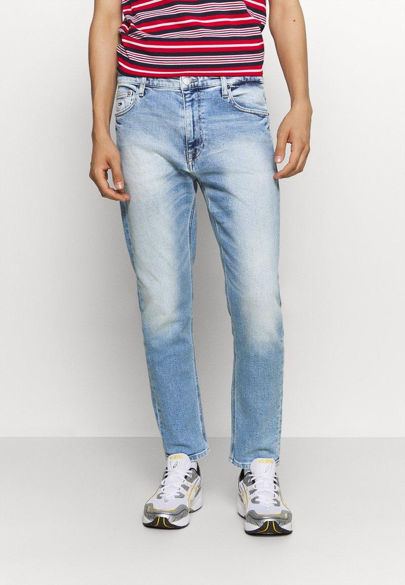 Tommy Jeans - DAD STRAIGHT - Straight leg jeans - barton light blue comfort