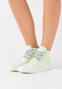 Converse - CHUCK TAYLOR ALL STAR - Baskets montantes - barely volt/white/black - 0